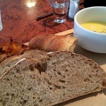 Salvador - パンは4種、名物パンの「フレンチトースト」も付きます、スープは、コクのあるコーンポタージュ