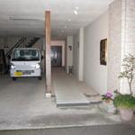 BAR YUMOTO - マンションみてぇな建物の一階で、駐車場の横というか奥にひっそり佇んでいた