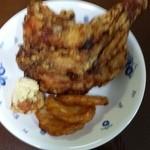 壱席弐鶏 - 骨付きモモ肉はグラムによって480〜780円。写真は680円で、かなり量があった。
