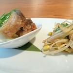 JASMINE憶江南 - 前菜2種(豚の耳とパクチー、鰆の揚げ物)