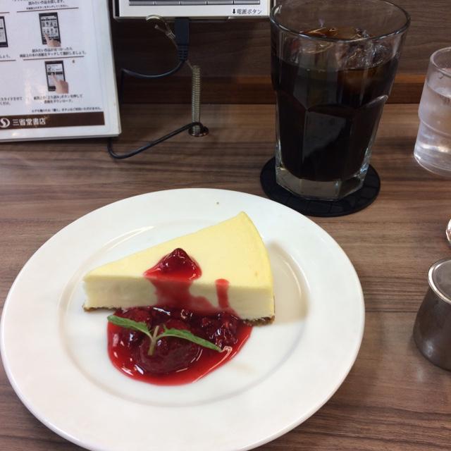 ブックス&カフェ UCC そごう大宮店 - ニューヨークチーズケーキとアイスコーヒー。