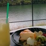 温泉カフェ 湖畔遊 -