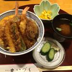 天ぷら いづも - 天丼 980円 小鉢、漬物、赤出し付き