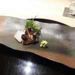 50179017 - お造り:鯛、とり貝、墨烏賊。大葉、ミョウガ、芽葱 が添えられています。鯛は薄く造られています。
