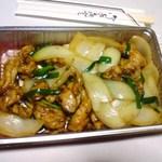 50180474 - 【2016/2】鶏肉と玉ねぎの炒め テイクアウト 税込680円