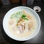 鶏そば 雫一 - 鴨白湯そば¥880 +味玉¥100