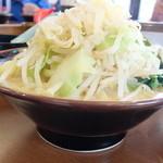 宮本商店 - 料理写真:豚骨醤油ラーメン+もやキャベ合体後