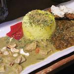 (食)ましか - 【ランチ】 仔牛と春雨のマーボキーマカレー 大山ハーブ鶏とゴマ風味のココナッツカレーの二種類 850円
