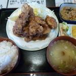 みどり食堂 - 人気の唐揚げ定食900円