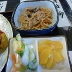 みどり食堂 - 小鉢もボリュームいっぱい!切干大根に漬物2種