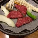 上畑温泉 さわらび - ⑥中皿・横手産黒毛和牛陶板焼 ポリネシアンソース 2016.04