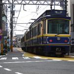 50188303 - 街中を走る江ノ電