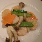 青冥 - 海老と活貝柱の炒め♪さっぱりしてて素材の味を楽しめましたで~。