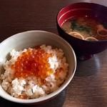 醍醐味 - 本日のお食事、タイといくらの炊込ごはん!