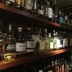 スコティッシュ パブ ブリッジェンド - スコッチを中心に各国のウイスキーを多数取り揃えております。