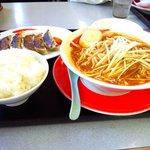 拉麺本家夢屋 - カレーラーメンと餃子のセット