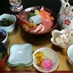 与利喜 - 料理写真:「海鮮丼」1,500円