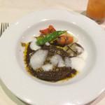 ソプラアクア - 牛肉のワイン煮込み。野菜の焼き目は食欲をそそるも…