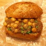50202077 - えんどう豆とひよこ豆と牛肉のラグーと菜の花、開けてみた