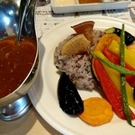 ベヂロカ - ベヂカレーランチ お野菜たっぷりチキンカレー 1,320円 ランチにサラダバーとドリンクバー付き