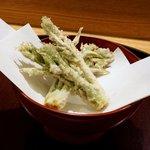 日本料理 太月 - コシアブラの天ぷら