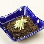 沖縄料理としゃぶしゃぶのお店 赤瓦 - 島もずくの酢の物