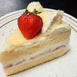 パティシエ ワイズ - 苺のショートケーキ(356円)