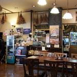 逗子寿徳庵 - 店内の入口近くテーブル席