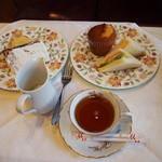 紅茶文庫 ブンコ ティー ルーム - アフタヌーンティーセット1200円