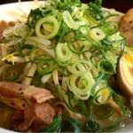 豚人 - 塩豚骨ラーメン750円