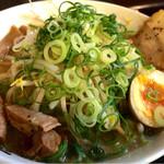 麦笑 - 料理写真:塩豚骨ラーメン750円
