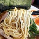 ラーメン 虎ノ穴男塾 - 細ストレートタイプの麺は基本的に硬め!