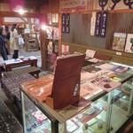 大學堂 大學丼食堂 - 店内から表を見て