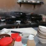 大黒屋 - 厨房の様子、若干きた○シュラン…