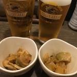 男吉 本店 - ビールとお通しのザーサイ