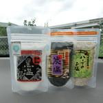 業務スーパー&産直市場よってって - 料理写真:南紀熊野灘の天日塩・3種。黒塩・炭塩・ハーブのお塩