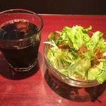 ガナパティ - セルフ サラダとアイスコーヒー