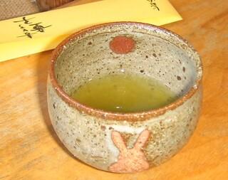 麦とろ童子 - 最後のお茶は「抹茶とほうじ茶のブレンド」
