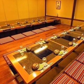 個室宴会は最大50名まで、貸切は120名まで対応できます。