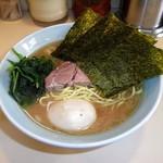 武蔵家 - ラーメン、スープ色