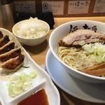 人類みな麺類 - らーめんmacro(800円)+ご飯(150円)+餃子(250円)