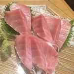 口福 - 中トロのお刺身 トロトロで最高 値段は高めの2400円也