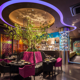 自然豊かな雲南省に見立てたガーデンでロマンチックなお食事を。