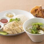カフェ・エストエスト - シンガポールチキンライス&ヌードルセット
