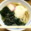 ウエスト うどん屋 - 料理写真:『ワカメうどん+月見』しゃん(390円+80円)