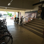 ましこ亭 - パチンコ屋の駐輪場の目の前にお店があります。