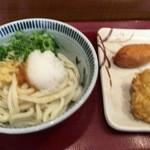 楽釜製麺所 - おろし醤油、鶏天、いなり寿司(540円)