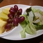 果実園 リーベル 目黒店 - ピザについてきたサラダ(ハンバーグドリアにも同じのが付いてきたw)