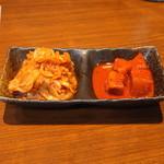 焼肉 大貫 - 自家製キムチとカクテキ