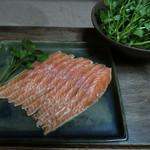 季節料理 つばき - サクラマスの燻製(2016年4月ディナー春山菜)